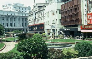 Raffles Place as it used to be (Source: http://www.singas.co.uk/sits8/Raffles_Place.jpg)