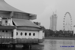 The building that housed the former Oasis Restaurant on the left on Kallang Basin. In the background the icons of the new Singapore are being erected - the Singapore Flyer and the IR.