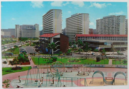 The playground with Lorong 4, the Lorong 4 market, and Lorong 3 in the background (scan of a postcard courtesy of David Jess James - On a Little Street in Singapore).