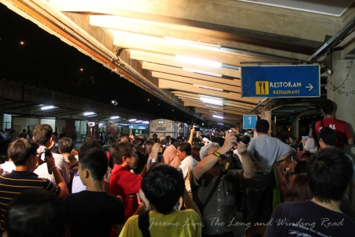 The crowd at Tanjong Pagar late on 30 June 2011 to witness the departure of the last train.