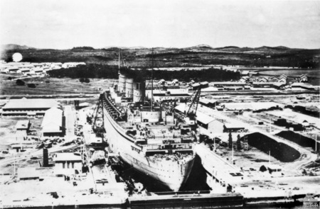 A photograph of KG6 with the Queen Mary docked in it in August 1940 (source: Australian War Memorial  - 'Copyright expired - public domain').