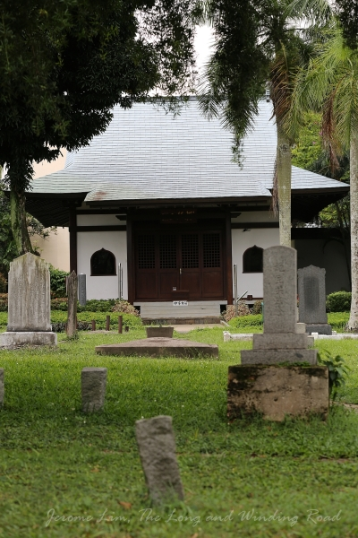 The largest structure is a Prayer Hall built in 1986 which replaced a Saiyuji Temple.