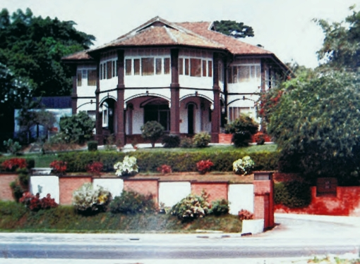 Another view of the mansion - it had been the belong to Dr Cheng's in-laws prior to him setting up his clinic there.