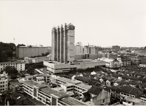 View of Chinatown 1973 showing the newly completed People's Park Complex. Beside and behind it the slab block of flats that served as the Police Quarters for junior officers, as well as the Upper and Lower Barracks, can be seen.