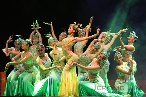 The Guangdong Arts Troupe during the Countdown Ceremony on Saturday.