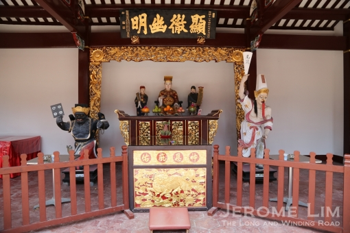The altar where Cheng Huang Ye (City God) is, flanked by the two Great Generals.