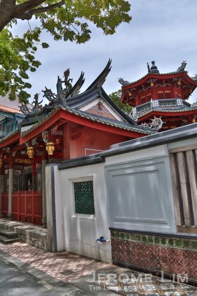 The Chong Boon Gate and the Chung Wen Pagoda.