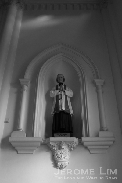 A statue of St. Vainney placed in a niche at the transept.
