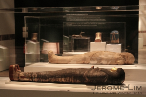 The mummy of Tjayasetimu in a cartonnage case, with the mummy of Shepenmehyt next to it.