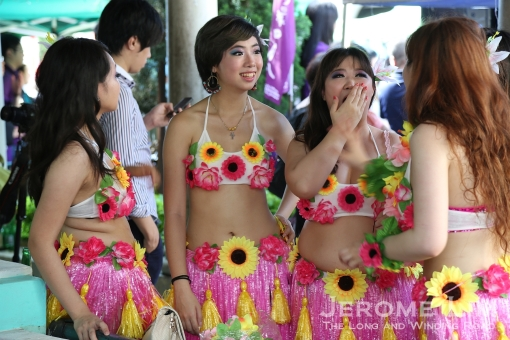 A touch of Hawaii in Coloane - hula dancers at Eduardo Marques Square during the Tam Kong Festival.