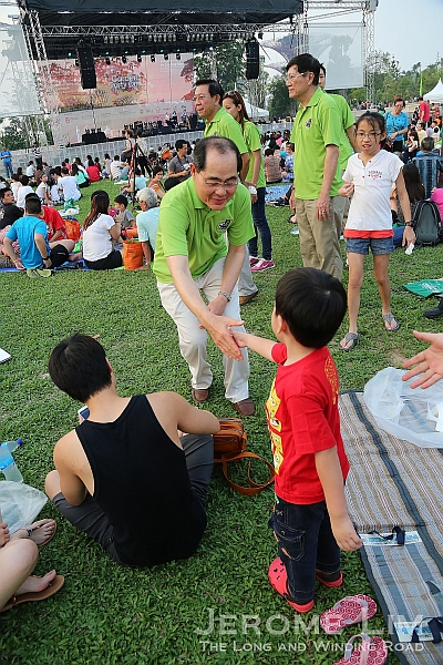 Minister Lim Hng Kiang greeting those who attended.