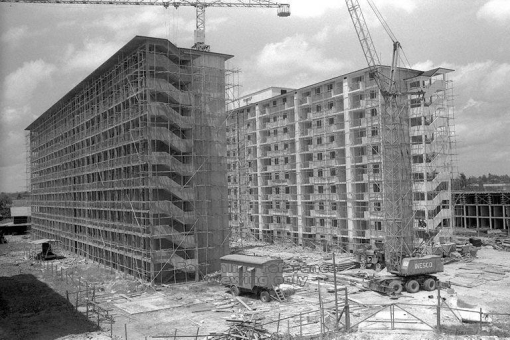 Wooden scaffolds seen at HDB blocks of flats under construction in the mid 1960s (image source: http://a2o.nas.sg/picas). They were used extensively in high-rise construction and maintenance up to the 1970s.
