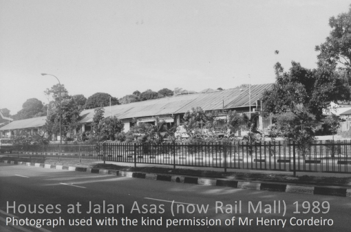 The row of single storey houses straddling Jalan Asas in 1989. The houses have since been converted into The Rail Mall.