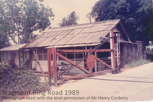 The gate hut in 1989 (photograph used with the kind permission of Henry Corderio).