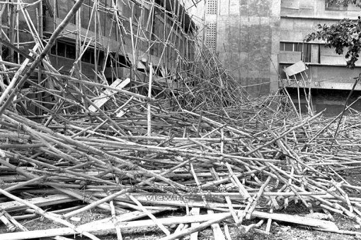 An incident in 1972 during which wooden scaffolding at the construction site of Apollo Hotel collapsed resulting in the death of two workers.