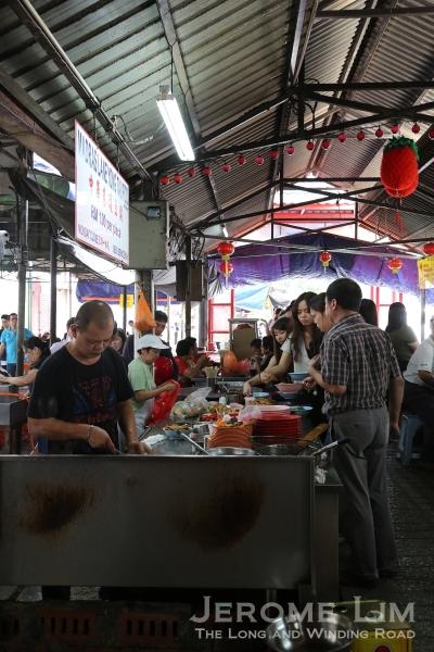 The queue at the Ampang Yong Tau Foo stall.