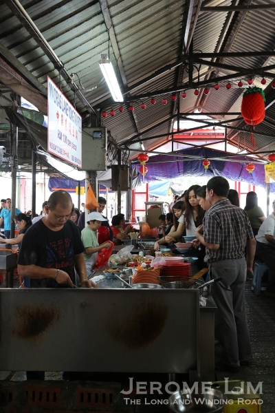 The queue at the Ampang Yong Tau Foo stall.