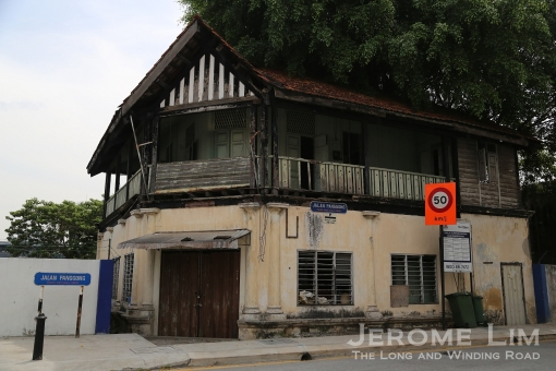 An old abandoned house along Jalan Panggong.