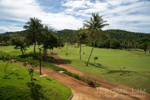 Fairways and Bluewater features an 18-hole golf course.