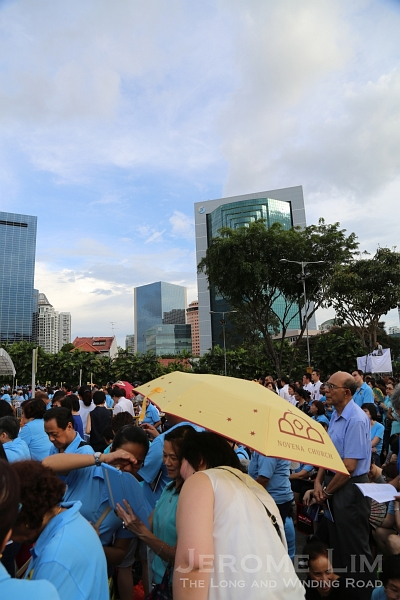 Despite the treat of a storm, crowds gathered well in advance with blue skies seen just before the start.