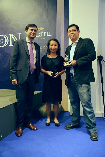 Sim Chi Yin and Darren Soh who picked up the Discernment Awards.