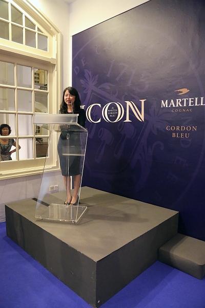 Sarah Choo speaking after receiving the award.