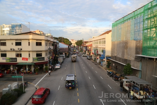 Geylang Road as the sun rises.