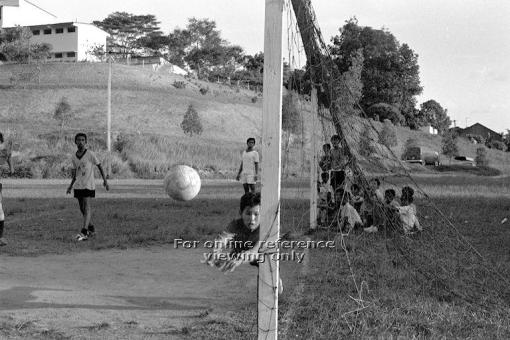 A inter-schools match being played on the football pitch in 1972 (source: http://archivesonline.nas.sg/).