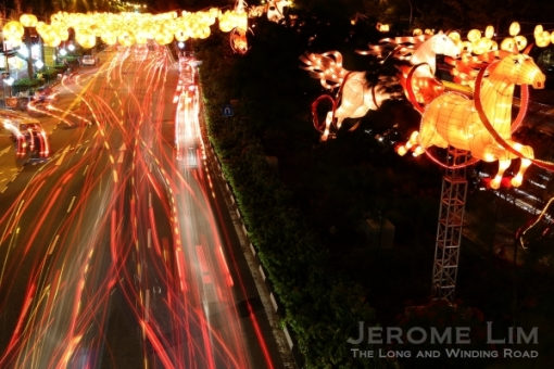 A view of the busy New Bridge Road with the galloping horses of the light-up.