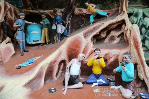 Dioramas high on messages of morals and Confucian ethics are found ih the gardens,