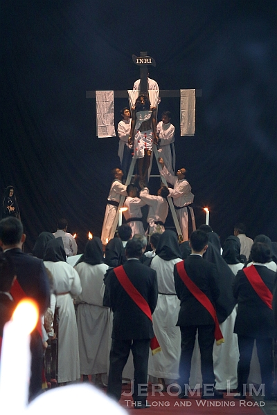 The representation of the body of Christ being lowered.