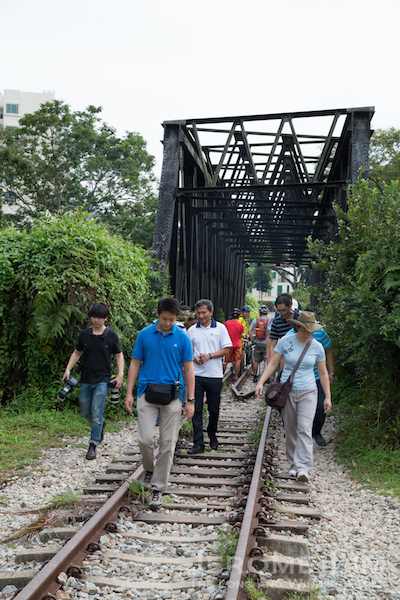 Minister for Environment and Water Resources, Vivian Balakrishnan along the rail corridor during Saturday's briefing to the Rail Corridor Partnership.