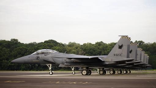 Lining-up (photo courtesy of MINDEF, Airforce Information Center).