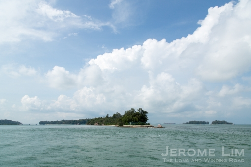 Another view of Tekukor a.k.a. Penyabong, Sisters' Islands can be seen to its south-west. The channel on the west of the island, Sisters Fairway is also known as Selat Tanjong Hakim.