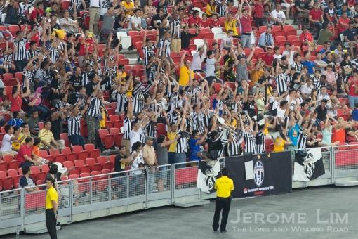 Adoring Juve fans ...