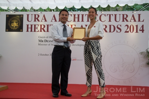 Ms Ho Ren Yung receiving the AHA Award on 2 October 2014.