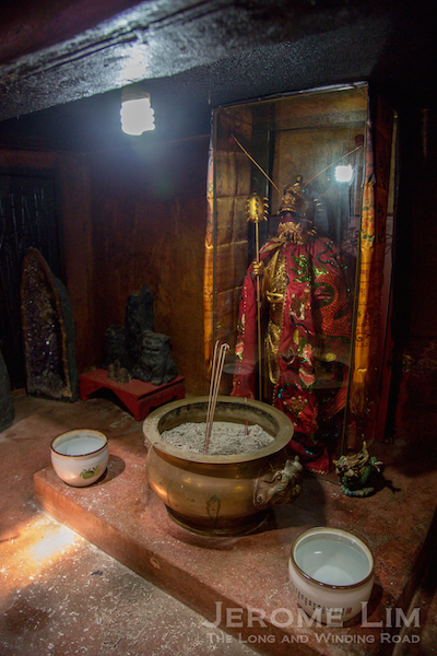 The dragon deity under the main altar.