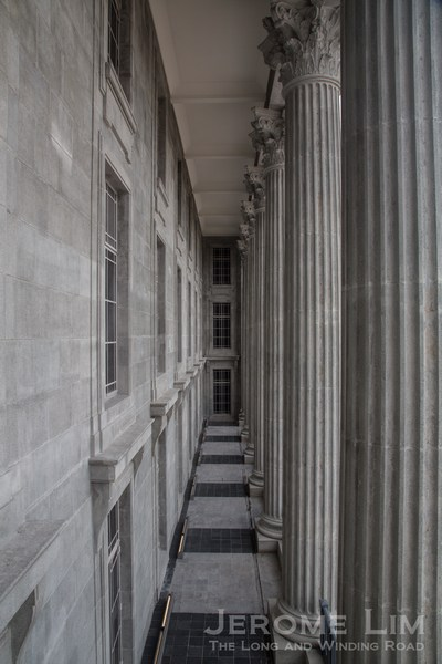 The Cor­inthian columns of the former City Hall's façade.