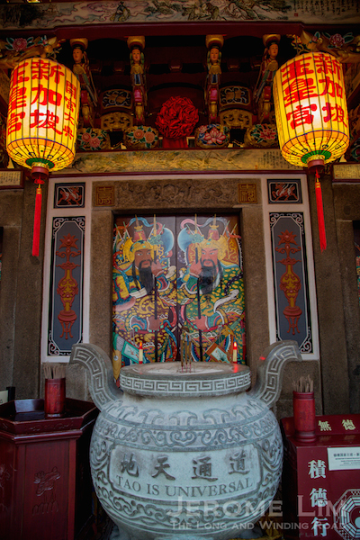 A view of the central door and the door gods.