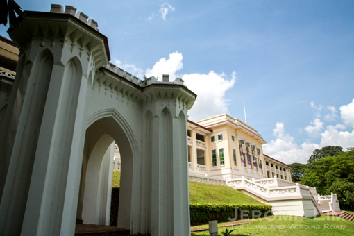 The Napier Memorial and a former barrack block turned art museum at the top of Fort Canning Green.