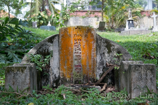 An example of an early Chinese Christian grave in which the Chinese tradition is maintained found another old cemetery in Singapore.