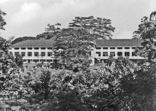 The barrack block at Cox Terrace with the cemetery in the foreground (photo online at http://www.nas.gov.sg/archivesonline/).