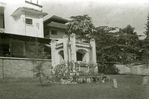 George D. Coleman's tomb in the northwest corner seen in 1956. The tomb was one of about 120 graves retained when the cemetery was converted into a 'Garden of Memory' in 1954 (photo online at http://www.nas.gov.sg/archivesonline/).