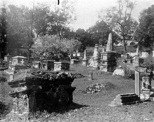The cemetery seen in 1912 (photo online at http://www.nas.gov.sg/archivesonline/).