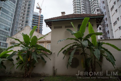 Much of the house lies hidden behind high walls. Once surrounded by other large house, the house is today surrounded by towering apartment blocks.