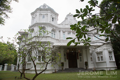 A more recent addition to the area, a mansion owned by Dr. Lye Wai Choong, which is modelled after another one in Penang.