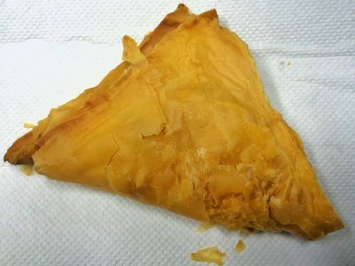 A triangular curry puff.