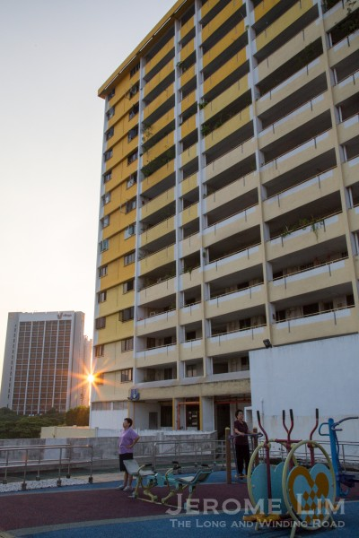 As is typical of HDB podium developments = the roof deck of the podium provides space for the recreational needs of the residents.