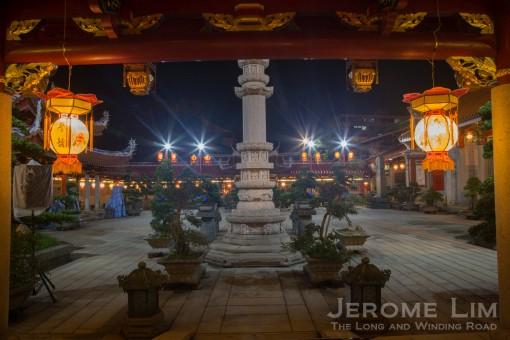 The courtyard of the Tian Wang Dian.