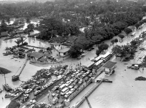 Potong Pasir (and Braddell Road) during the big flood of 1978.
